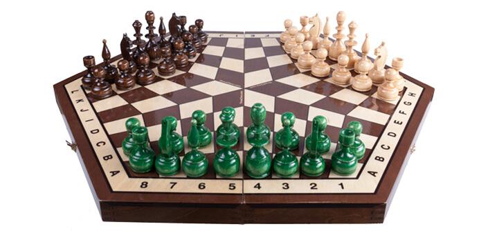 Първият онлайн шах за трима предизвиква любители и гросмайстори